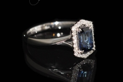 8ct-White-Gold-ring-contains-a-1.23ct-Sapphire-24-Diamonds