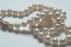 traditional-pearl-necklace