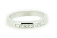 18ct white gold band featuring 7 square cut diamonds