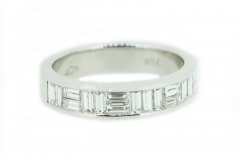 18ct White Gold band featuring 19 diamonds