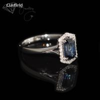 18ct White Gold ring contains a 1.23ct Sapphire & 24 Diamonds