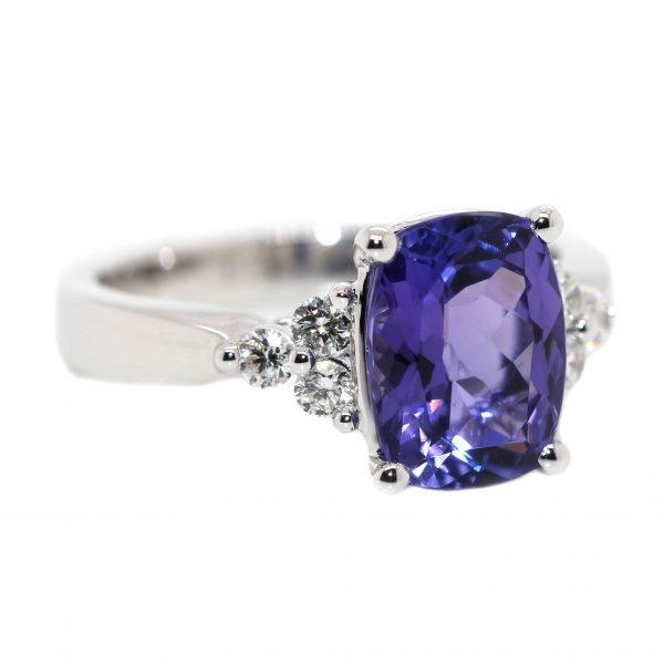 18ct White Gold, 2.75ct Tanzanite & 6 Diamonds equaling .23ct.